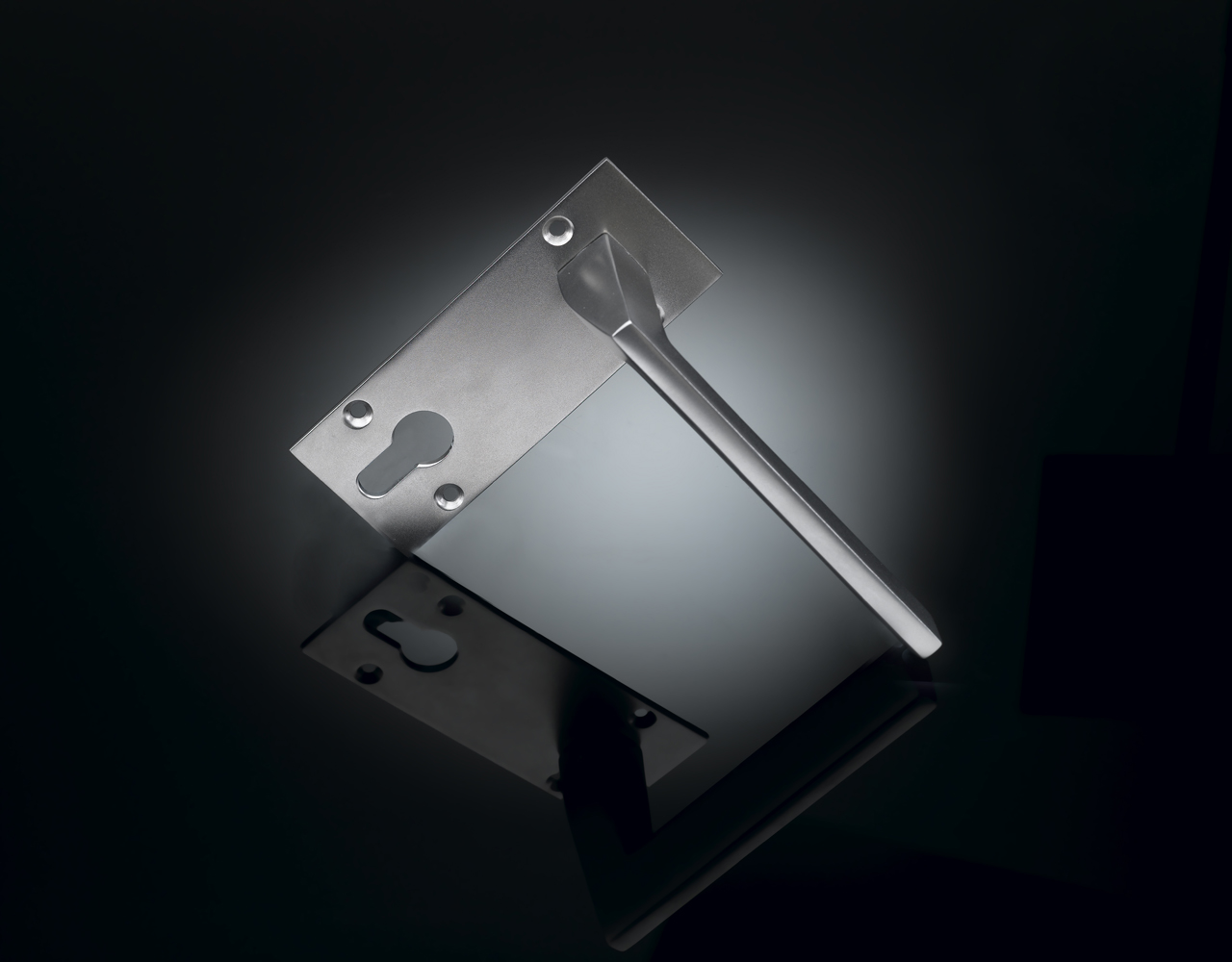 IRL01 Ian Ritchie door handle on euro profile backplate by izé