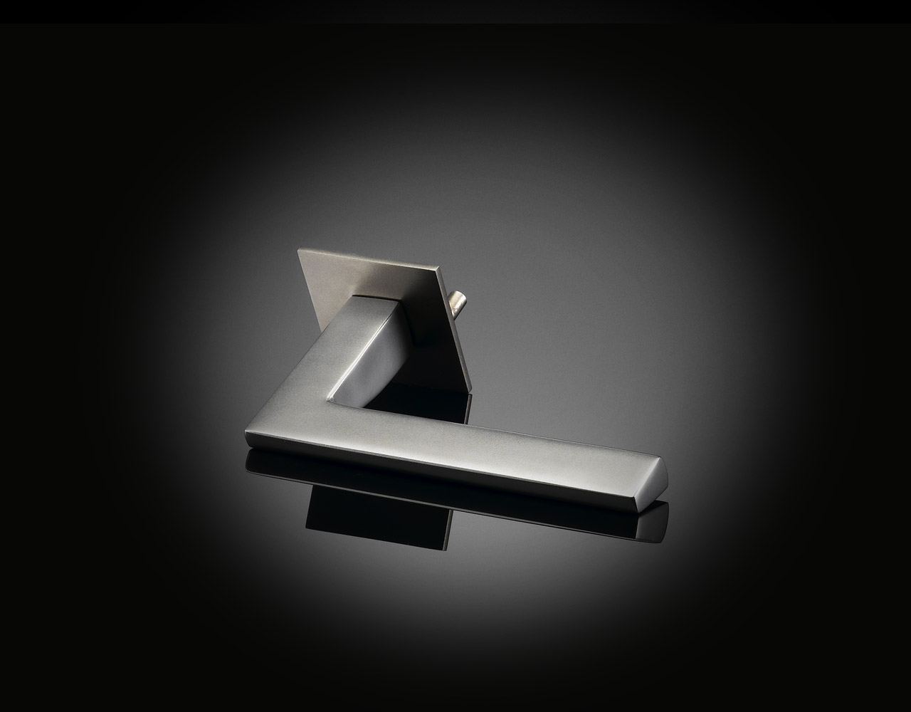 Architect Ian Ritchie designed lever handle in satin stainless steel by izé IRL02