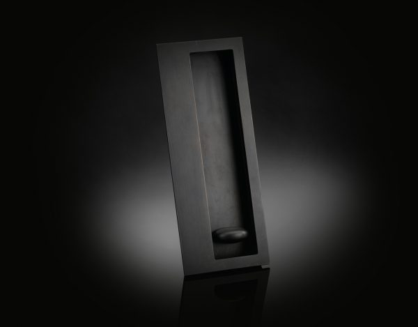izé luxury IZFP01 large flush pull with privacy function in dark bronze finish