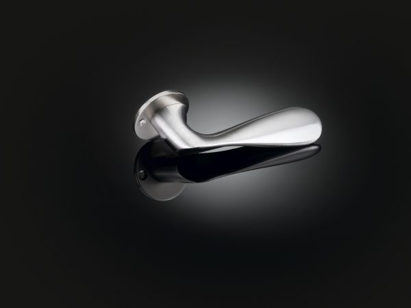 Kenneth Grange designed luxury door handle in SSS finish by izé KGL02