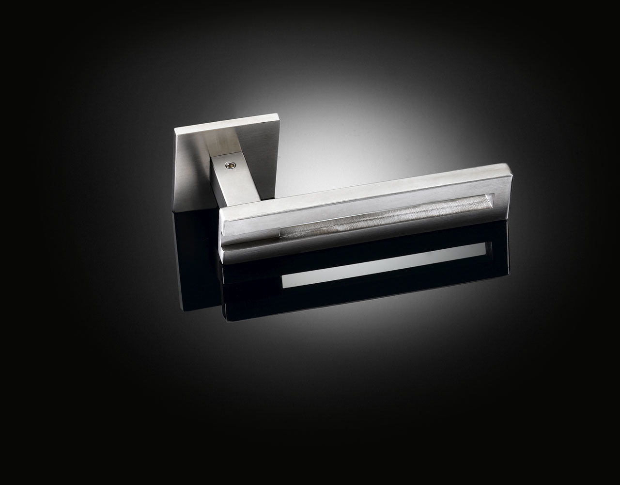 Keith Williams Parallel lever handle in satin chrome from izé KWL01