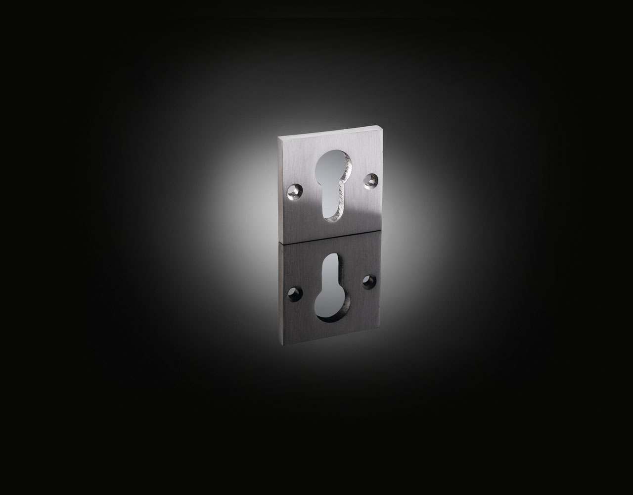 MME01 luxury square escutcheon designed by Architect Michel Mossessian from izé