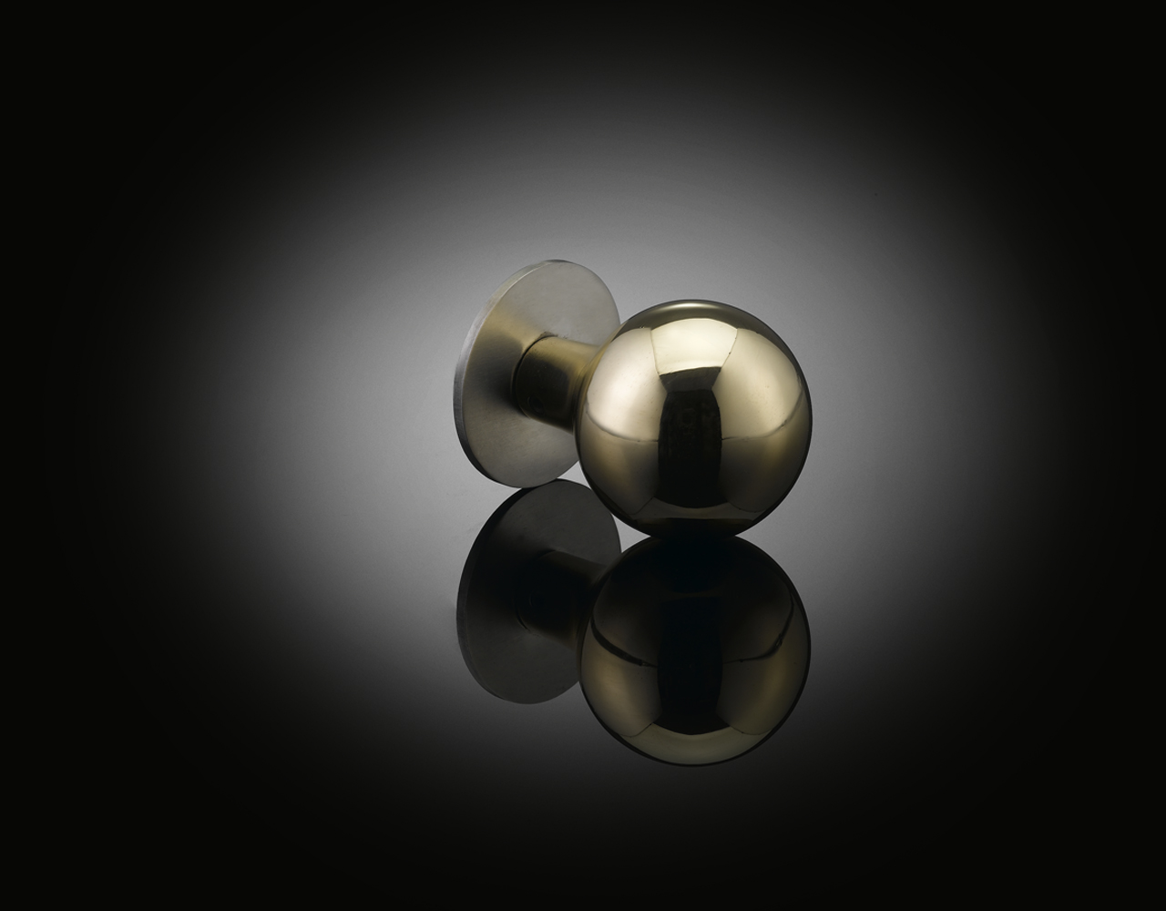 luxury Mark Pimlott door knob in polished brass finish by izé MPK05