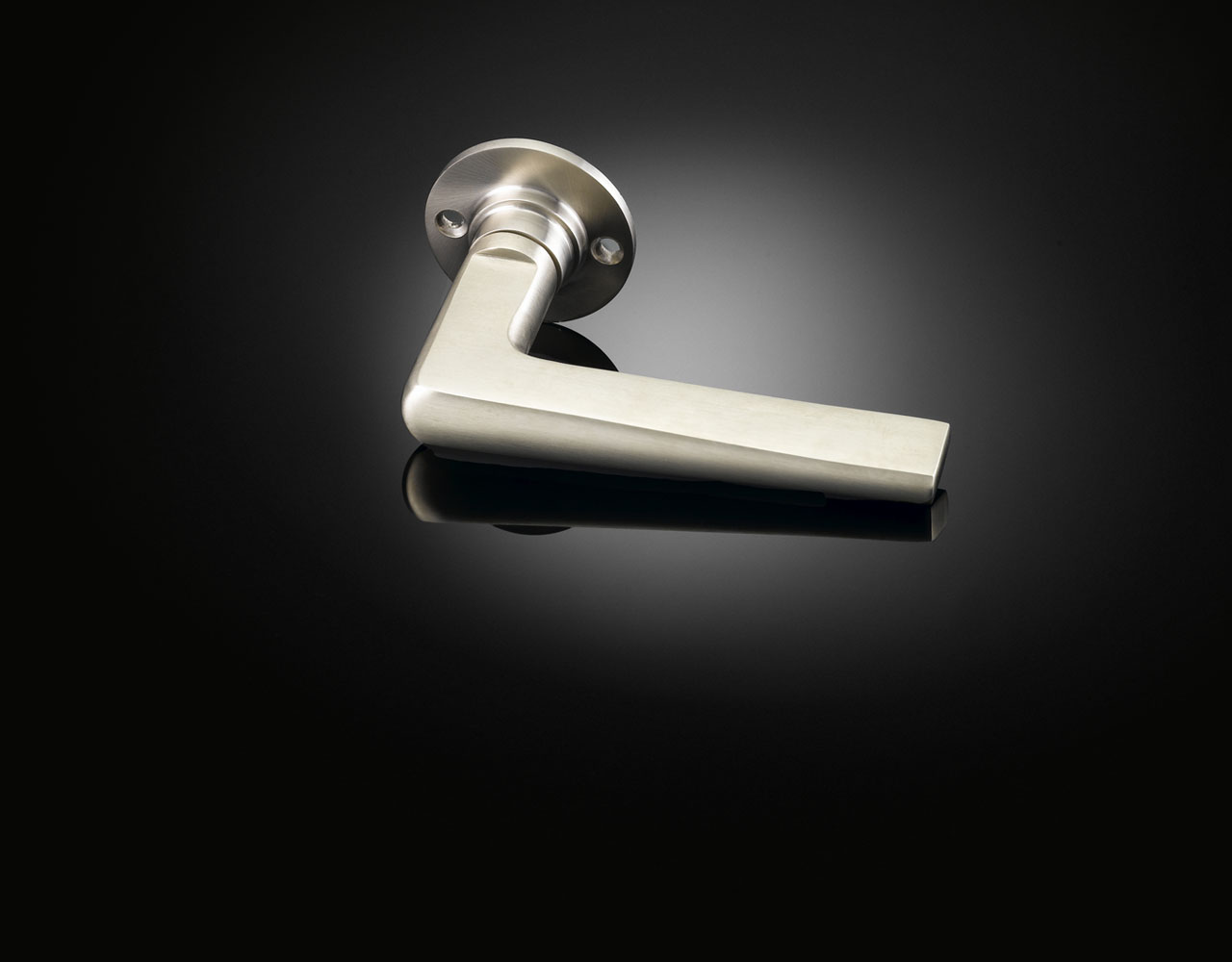 Lubetkin lever handle in satin nickel finish by izé MZL02