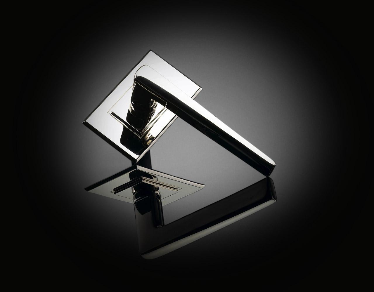 MZL04 Max Burchartz Lubetkin door handle on backplate by izé