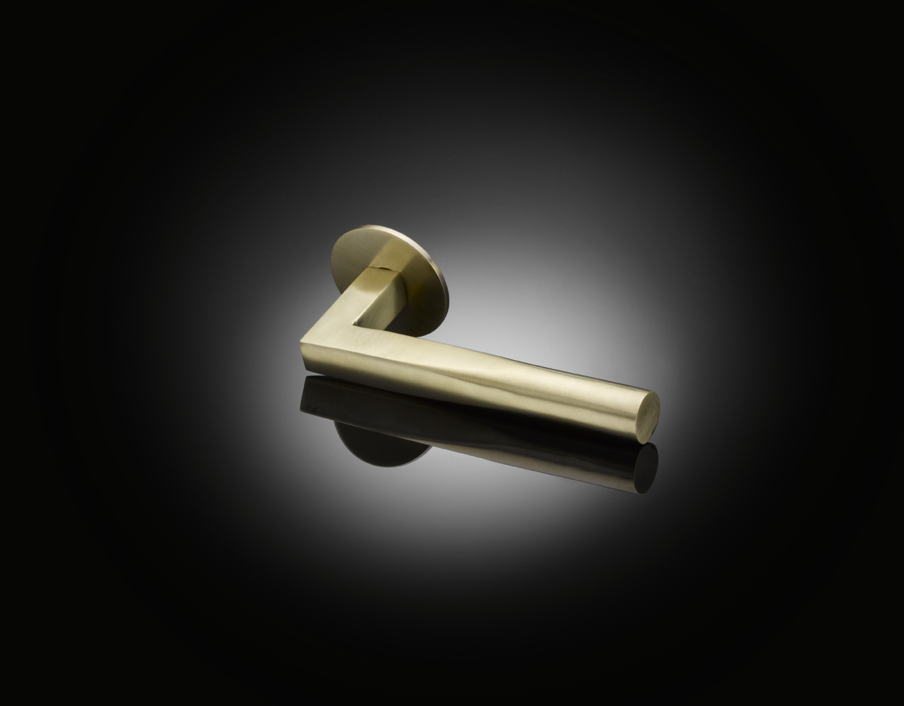 Vicky lever handle PHL01 by izé in satin brass finish