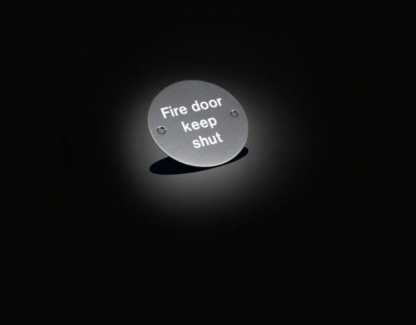fire door shut sign UTS02 from izé