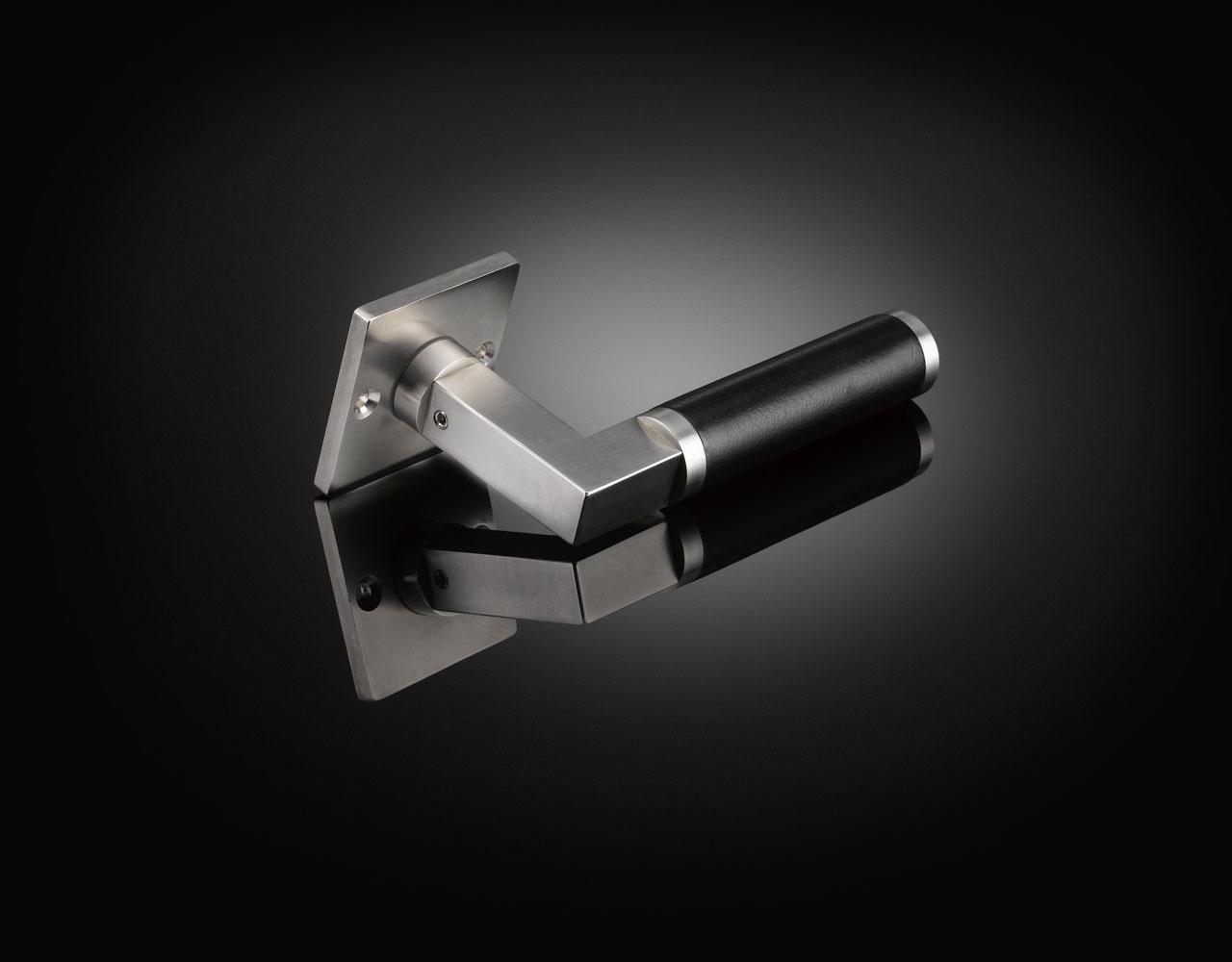 Walter Gropius lever handle with ebony grip WGL02