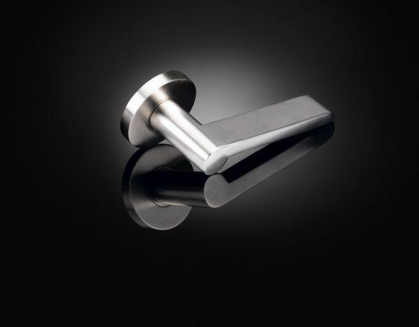 Wilhelm Wagenfeld designed luxury door handle in satin nickel finish by izé